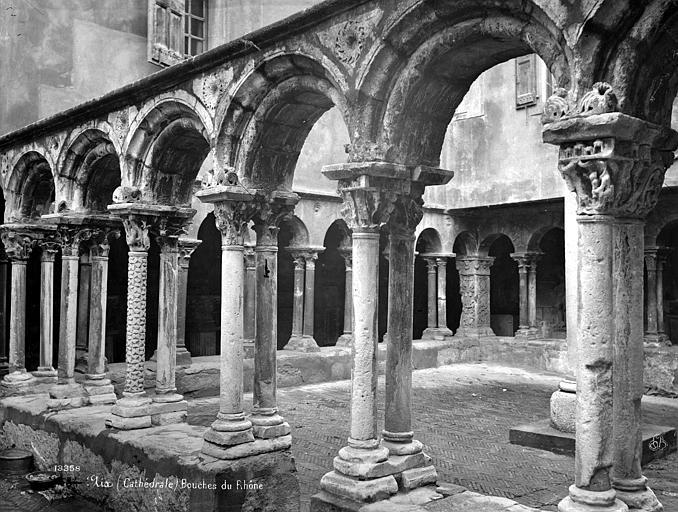 Cathédrale Saint-Sauveur Cloître : galerie d'arcades, Mieusement, Médéric (photographe),