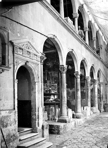 Maison dite de François 1er ou hôtel Toutin Façade sur cour : galerie d'arcades, Mieusement, Médéric (photographe),