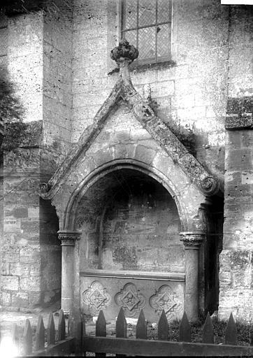Eglise Enfeu à l'est, Enlart, Camille (historien),