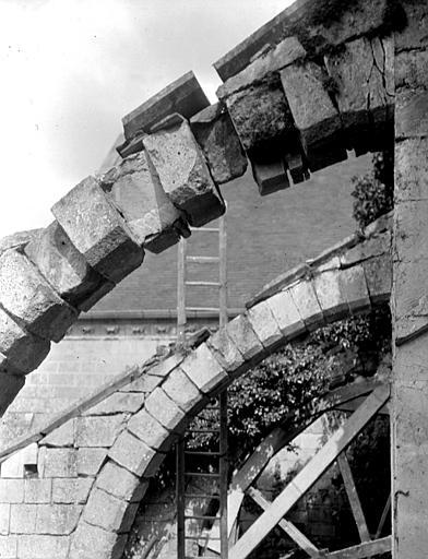Eglise Arcs-boutants, Chaine, Henri (architecte),