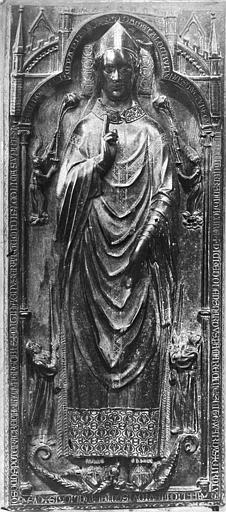 Cathédrale Notre-Dame Statue funéraire d'Evrard de Fouilloy, Mieusement, Médéric (photographe),
