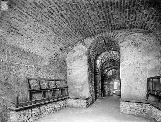 Cathédrale Saint-Bénigne Crypte Saint-Bénigne : chapelle de l'est, Heuzé, Henri (photographe),