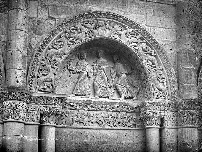 Cathédrale Saint-Pierre Façade ouest : tympan de la première arcature à droite du portail, Mieusement, Médéric (photographe),