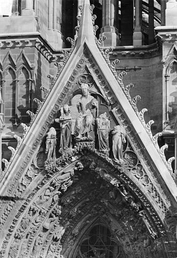 Cathédrale Notre-Dame Portail sud de la façade ouest. Gable : Jugement dernier, Sainsaulieu, Max (photographe),