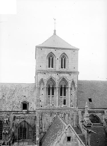 Eglise Notre-Dame-de-Froide-Rue (ancienne) ou Eglise Saint-Sauveur (actuelle) Clocher, Heuzé, Henri (photographe),