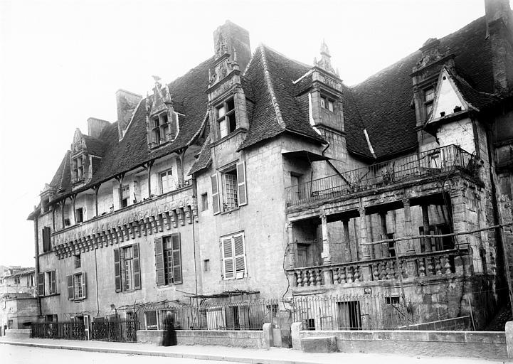 Maison Vue d'ensemble, Enlart, Camille (historien),
