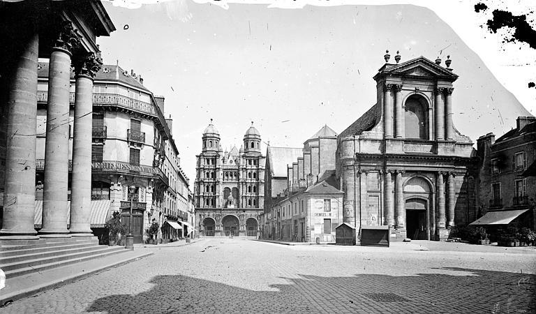 Eglise Saint-Michel ; Eglise Saint-Etienne (ancienne) Vue générale côté ouest, prise depuis la place, Delaunay (photographe),