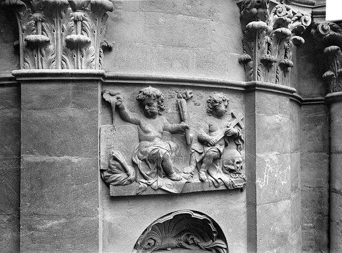 Eglise Notre-Dame Façade : Bas-relief entre deux pilastres, Panajou (photographe),