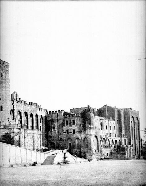 Palais des Papes Façade sur la place (partie droite d'un panorama), Baldus, Edouard (photographe), 75 ; Paris ; Médiathèque de l'Architecture et du Patrimoine