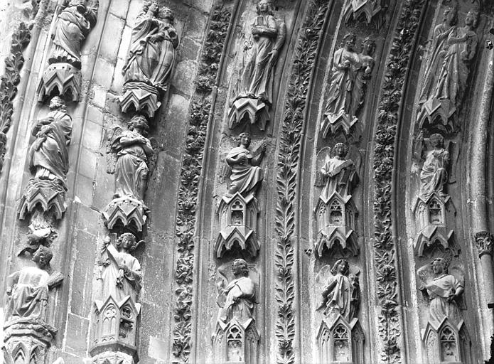 Cathédrale Notre-Dame Portail ouest, porte droite, partie inférieure de la voussure gauche, Lajoie, Abel,