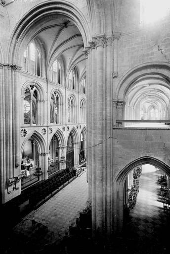 Eglise de Saint-Etienne-le-Vieux (ancienne) Vue diagonale prise du triforium, Service photographique,