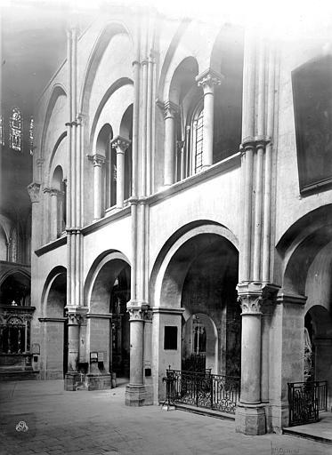 Eglise Saint-Rémi Vue intérieure du transept sud : Arcades, Durand, Jean-Eugène (photographe),