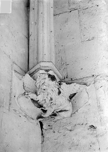 Château Donjon. Console sculptée : Lion de saint Marc, Vorin,