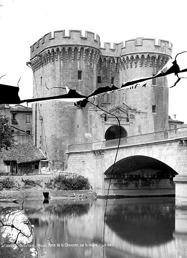 Porte Chaussée Vue d'ensemble, côté rivière, Mieusement, Médéric (photographe),