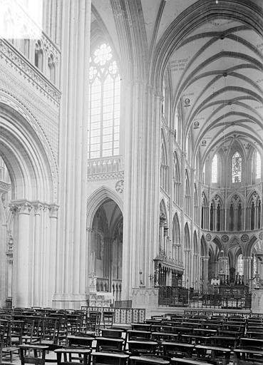 Cathédrale Notre-Dame Vue intérieure de la croisée et du chœur, vers le nord-est, Heuzé, Henri (photographe),