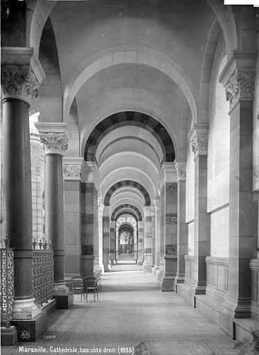 Cathédrale Sainte-Marie-Majeure Vue intérieure du bas-côté est, Mieusement, Médéric (photographe),