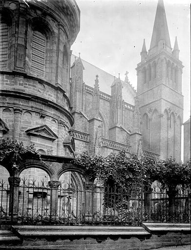 Cathédrale Saint-Pierre Clocher et partie latérale, Enlart, Camille (historien),