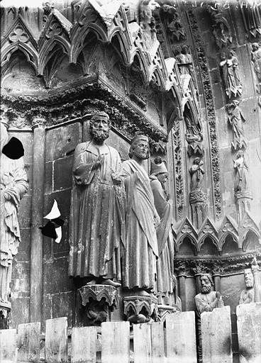 Cathédrale Notre-Dame Portail ouest, statue entre la porte centrale et la porte de droite, Lajoie, Abel,