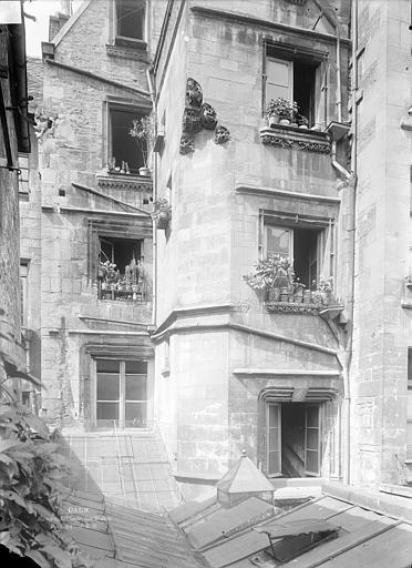 Maison du 15ème siècle Façade sur cour, Durand, Jean-Eugène (photographe),