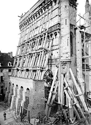Eglise Notre-Dame Façade ouest échafaudée, vue en perspective, Mieusement, Médéric (photographe),