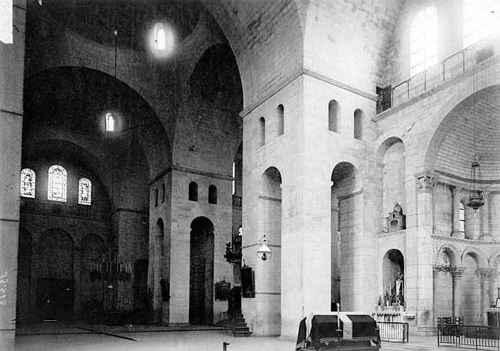 Cathédrale Saint-Front Nef: vue diagonale, Enlart, Camille (historien),