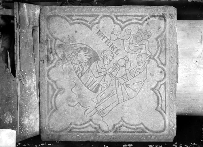 Eglise Saint-Rémi Chapelle Saint-Eloi, carreau de dallage : Daniel dans la fosse aux lions, Sainsaulieu, Max (photographe),