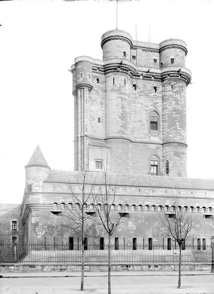 Château de Vincennes Donjon, côté ouest, Durand, Eugène (photographe),