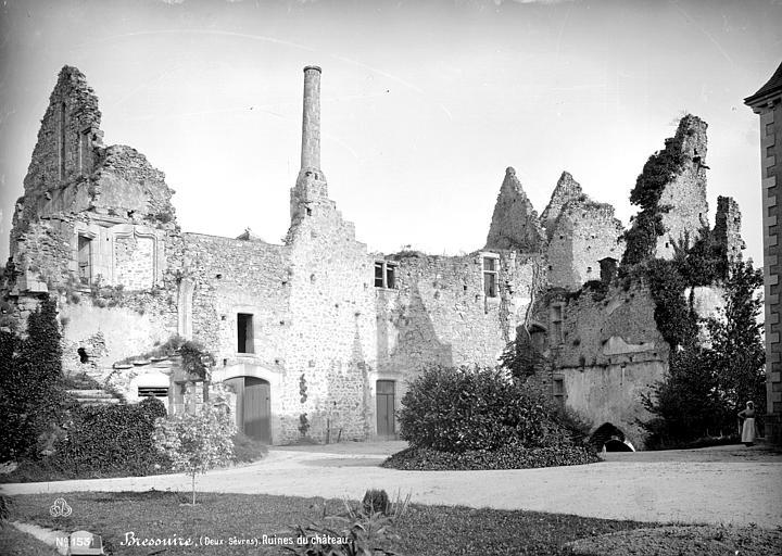 Château (ruines) Cour intérieure, Mieusement, Médéric (photographe),