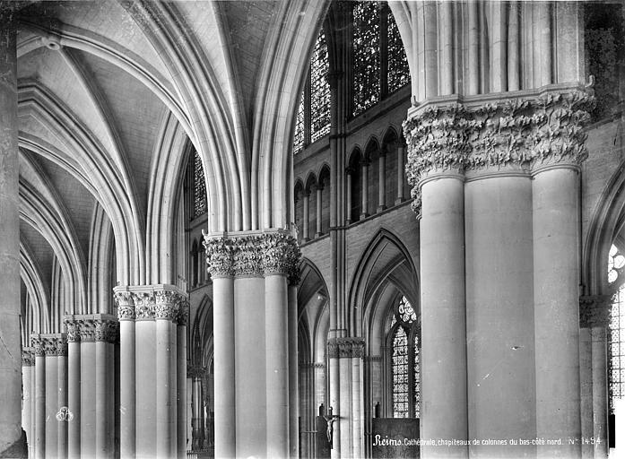 Cathédrale Notre-Dame Vue intérieure du bas-côté nord : chapiteaux de la nef et départ de voûte, Mieusement, Médéric (photographe),