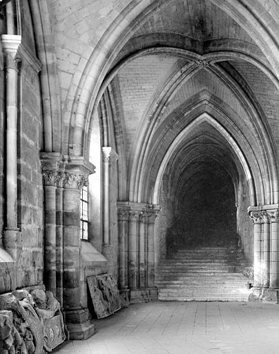 Cathédrale Saint-Etienne Crypte : passage conduisant à la cathédrale côté sud, Mieusement, Médéric (photographe),