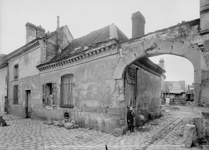 Maison Portail et maison Louis XIII, Verneau, G.,