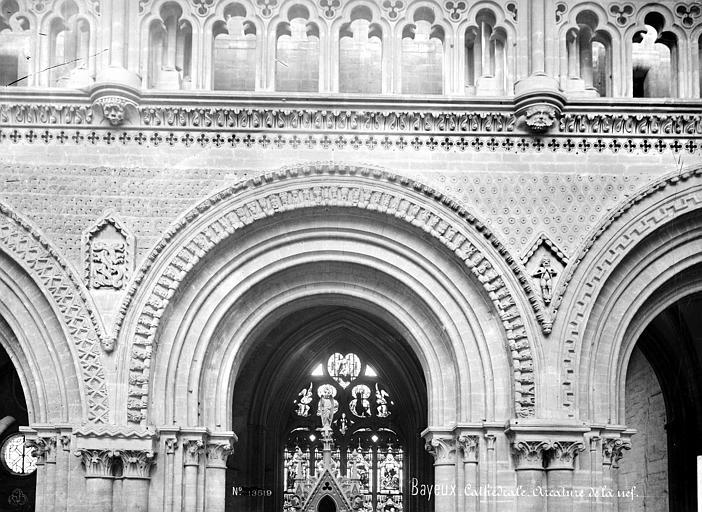 Cathédrale Notre-Dame Vue intérieure de la nef : détail d'une arcature, Mieusement, Médéric (photographe),