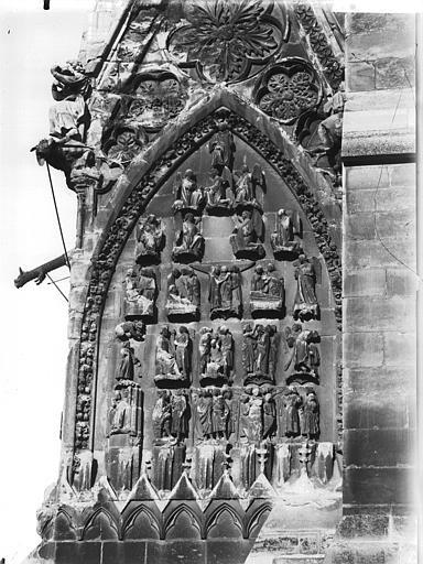 Cathédrale Notre-Dame Base de la tour sud, tympan décorant la face en retour, Lajoie, Abel,
