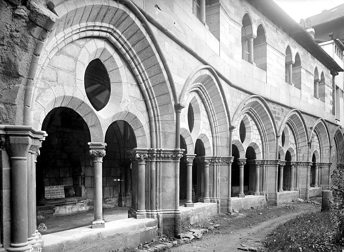 Cathédrale Saint-Martin Cloître : galerie d'arcades côté ouest et salle synodale, Mieusement, Médéric (photographe),
