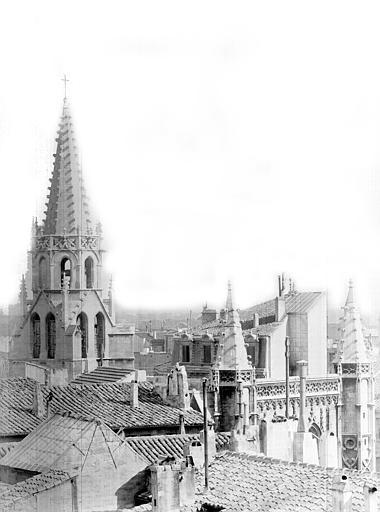 Eglise Saint-Pierre Vue générale prise de l'ouest : Toitures et clocher, Durand, Jean-Eugène (photographe),