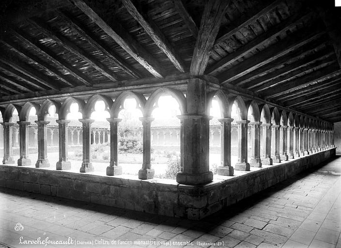 Couvent des Carmes (ancien) Cloître : Vue id'ensemble prise de l'intérieur des galeries, Mieusement, Médéric (photographe),