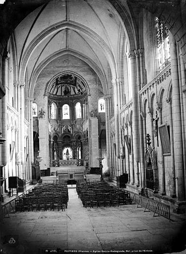 Eglise Sainte-Radegonde Vue intérieure de la nef, vers le choeur, Mieusement, Médéric (photographe),