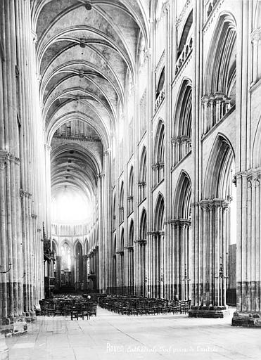 Cathédrale Notre-Dame Vue intérieure de la nef, vers le sud-est, Mieusement, Médéric (photographe),