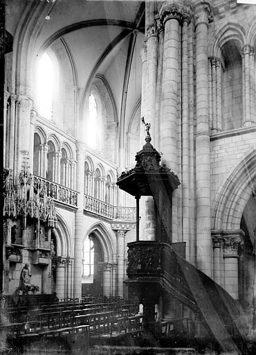 Eglise de la Madeleine Intérieur: Vue diagonale et chaire à prêcher, Enlart, Camille (historien),