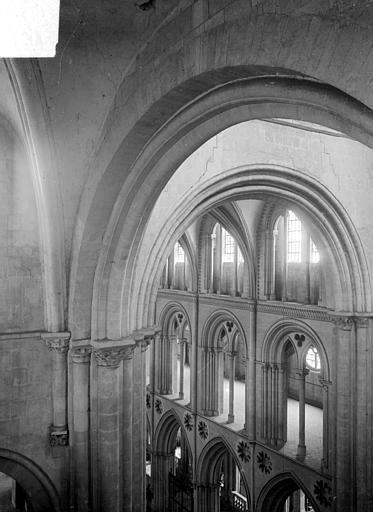 Abbaye aux Hommes (ancienne) ; Eglise abbatiale Saint-Etienne Vue intérieure du transept nord : parties hautes, Heuzé, Henri (photographe),