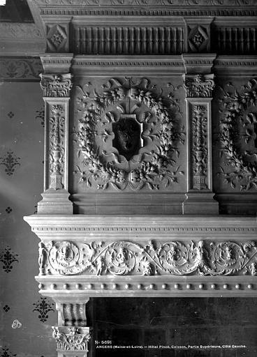 Hôtel Pincé Grande salle : Cheminée (manteau, côté gauche), Berthault (photographe),