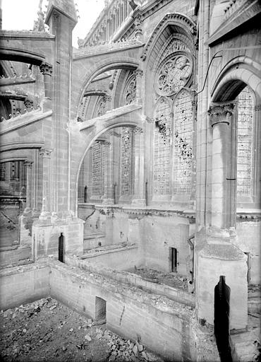 Cathédrale Notre-Dame Abside, côté sud-est : Contreforts et arcs-boutants, Sainsaulieu, Max (photographe),