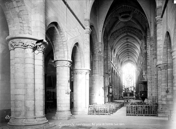 Eglise Saint-Aubin (ancienne collégiale) Vue intérieure de la nef vers le choeur, Mieusement, Médéric (photographe),