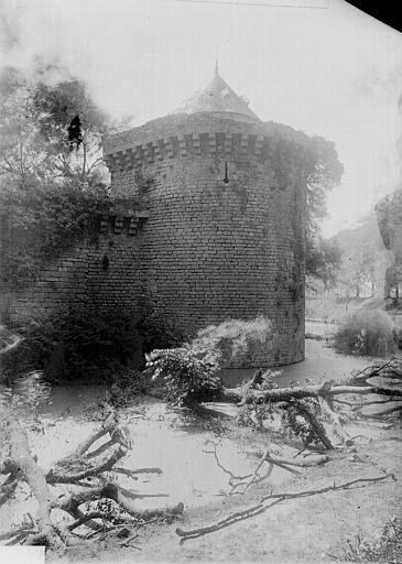 Enceinte fortifiée (ancienne) Tour d'angle, Enlart, Camille (historien),