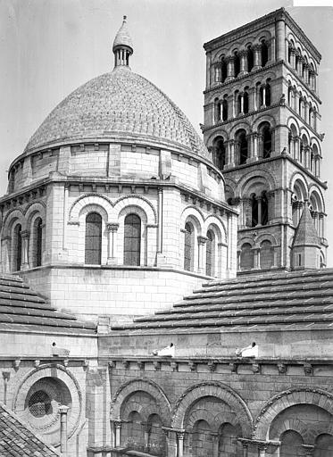 Cathédrale Saint-Pierre Coupole de la croisée du transept et tour carrée, vues du sud-est, Mieusement, Médéric (photographe),