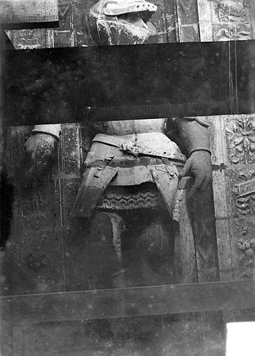 Cathédrale Saint-Maurice Façade ouest, statues de la partie supérieure représentant saint Maurice et ses compagnons en costume militaire du 16e siècle : 4e statue, Vorin,