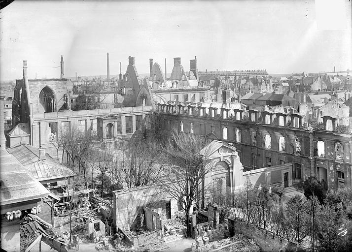 Archevêché (ancien) ; Palais du Tau (actuel) Vue d'ensemble prise de la cathédrale, Sainsaulieu, Max (photographe),