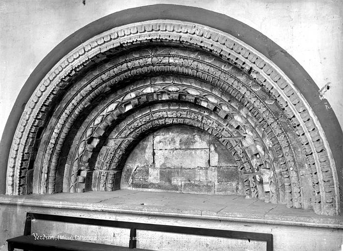 Cathédrale Notre-Dame-de-l'Assomption Sacristie : Arcature ancienne de la porte, Mieusement, Médéric (photographe),