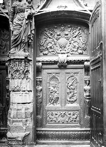 Eglise Saint-Pierre Portail, partie du trumeau et détail d'une des portes en bois sculpté : vantail droit, Mieusement, Médéric (photographe),