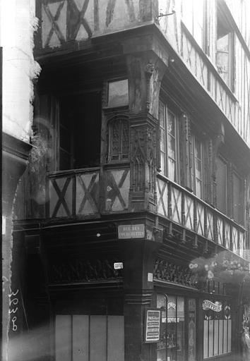 Maisons Angle de rues, Enlart, Camille (historien),